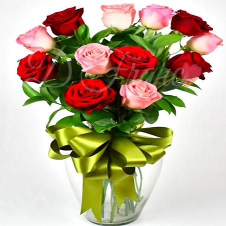 Rosas en Jarrón
