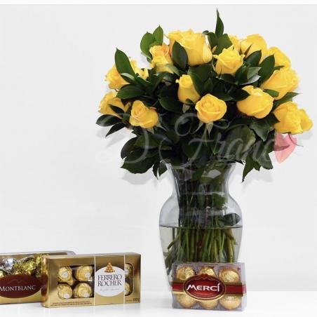 Rosas En Jarrón Con Una Caja de Chocolate Ferrero