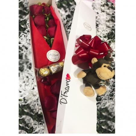 Chocolates, flores y peluche