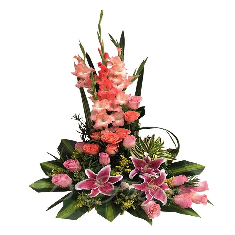 Arreglo Floral Con Rosas Y Lirios
